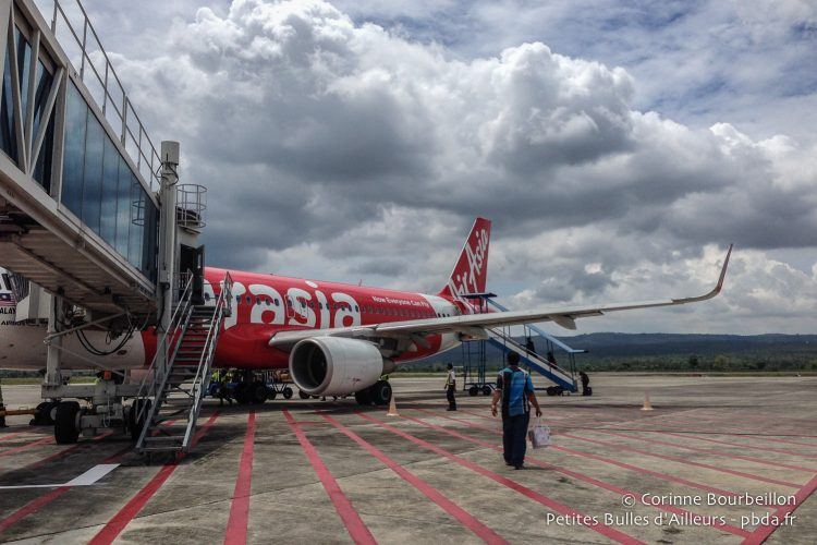 Air Asia is the link between Kuala Lumpur (Malaysia) and Banda Aceh (Sumatra, Indonesia). Here the tarmac of Banda Aceh Airport, May 2014.
