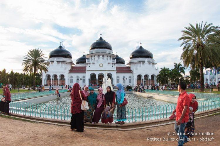 La grande mosquée Baiturrahman de Banda Aceh. Sumatra, Indonésie. Décembre 2014.