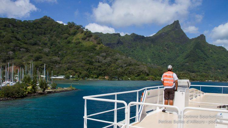 Arrivée à Moorea en ferry. Polynésie, octobre 2012.