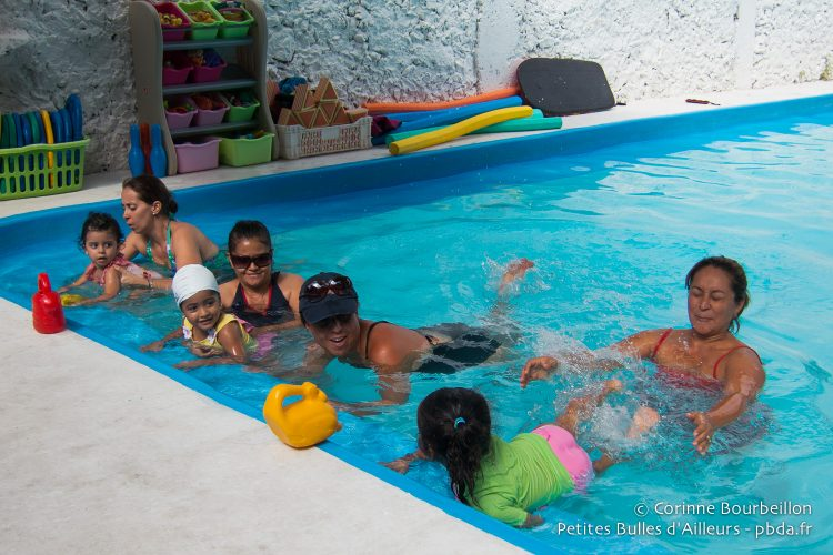 It's time for a small swimming class at Aquarama. Cozumel, July 2014.