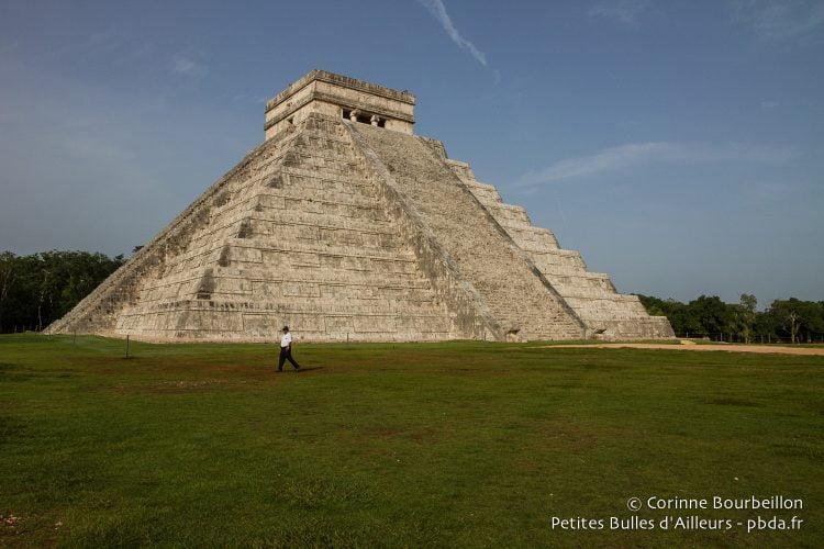 La grande pyramide de Chichén Itzá. Mexique, Yucatán, juillet 2014.