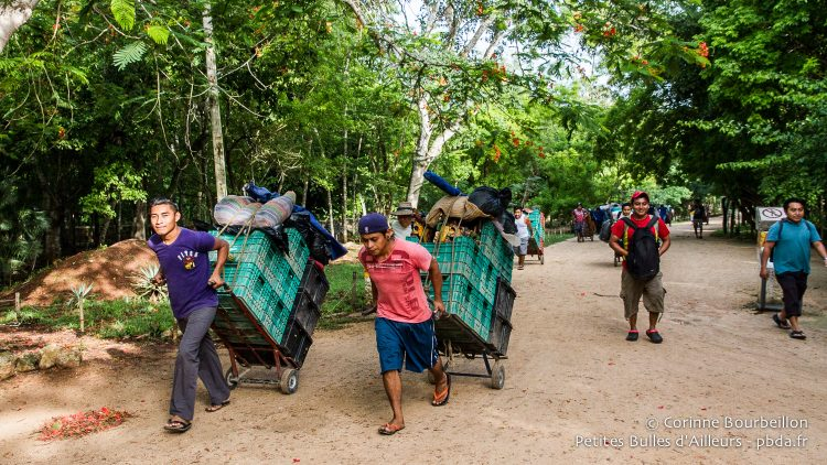 The arrival of street vendors in Chichen Itza. Yucatán, Mexico, July 2014.