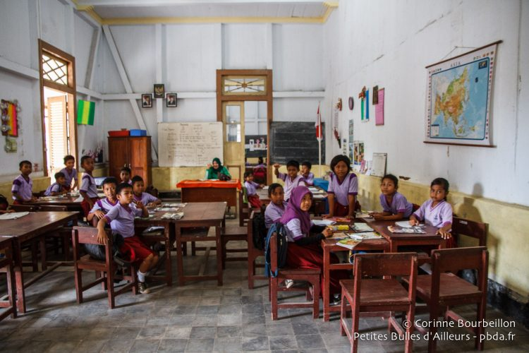 Une salle de classe de la grande école primaire de Banda Neira. Moluques, Indonésie, octobre 2015.
