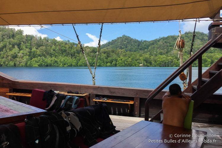Entre deux plongées, à Raja Ampat.