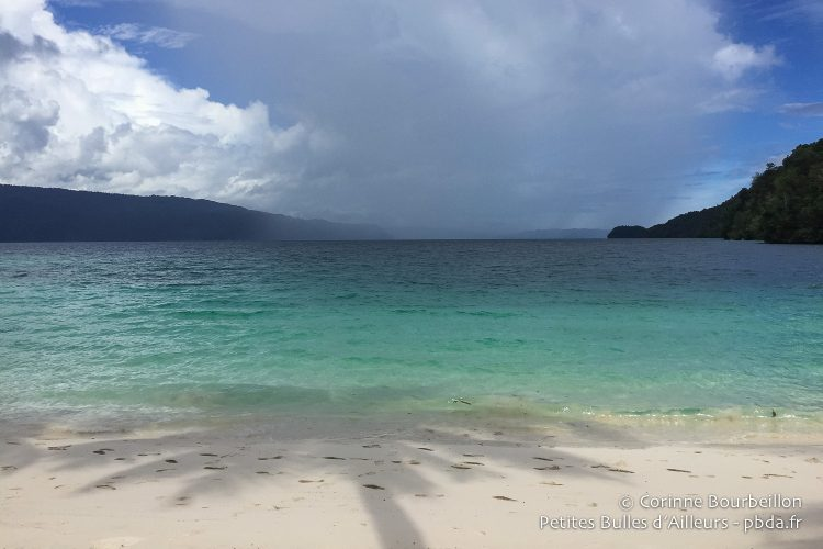 Here, rain is coming! (Aiduma Island, Triton Bay, West Papua, Indonesia, March 2016.)