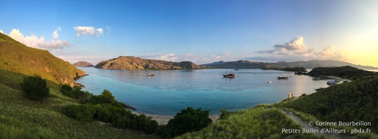 Panoramic view of the bay ... The path rises to the top of Gili Lawa Darat Hill ... (Komodo, Indonesia, July 2016)