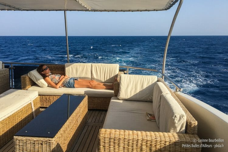 Audrey, of Blue Addiction, enjoyed the Exocet's outdoor lounge, the time of the crossing ... (Red Sea, Egypt, October 2016)