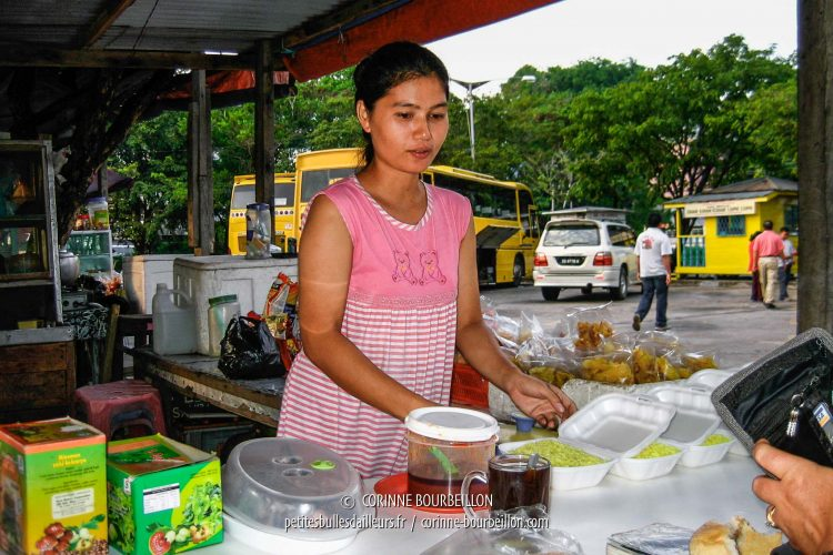 It's time for kopi (or fried rice for food lovers) at the food market at Sandakan Station. (Malaysia, Borneo, July 2006)