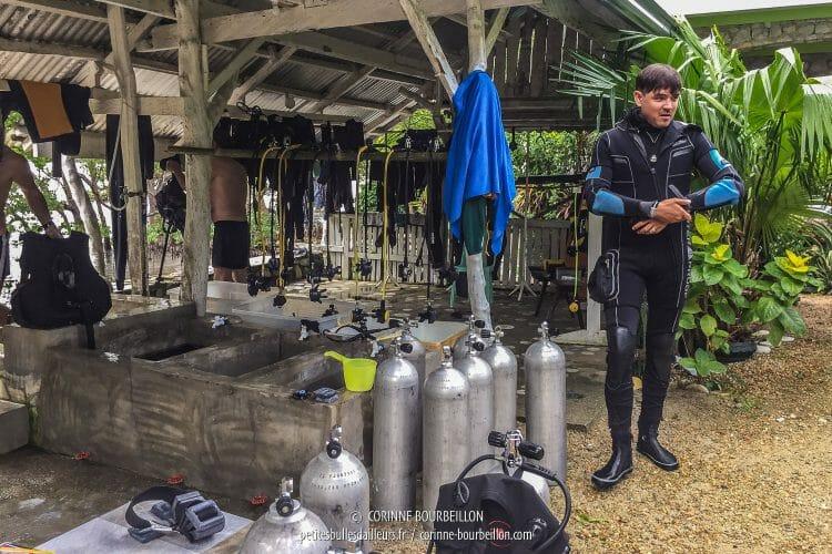 Philipp et ses trois épaisseurs de combi... (Romblon, Philippines, mars 2017)