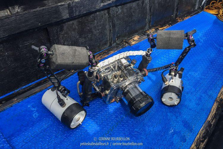 Mon jouet, au fond du bateau. (Romblon, Philippines, mars 2017)