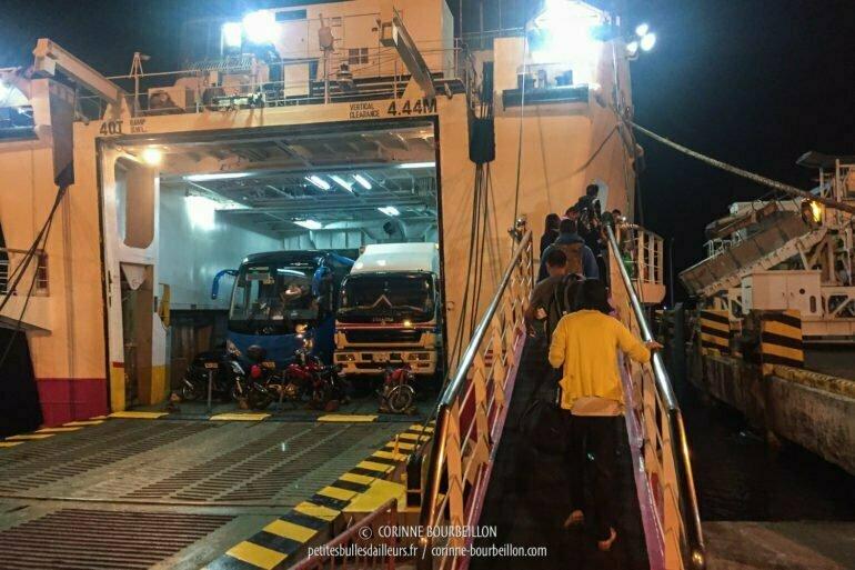 Ça y est, nous somme enfin autorisés à embarquer ! (Batangas, Philippines, mars 2017)