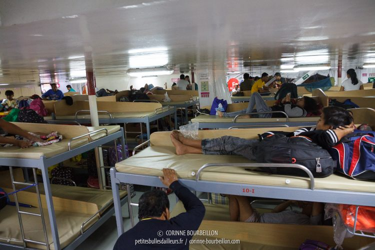 The dormitory more cheap, without the air conditioning. People are already settled for the night. (Batangas-Romblon Ferry, Philippines, March 2017)