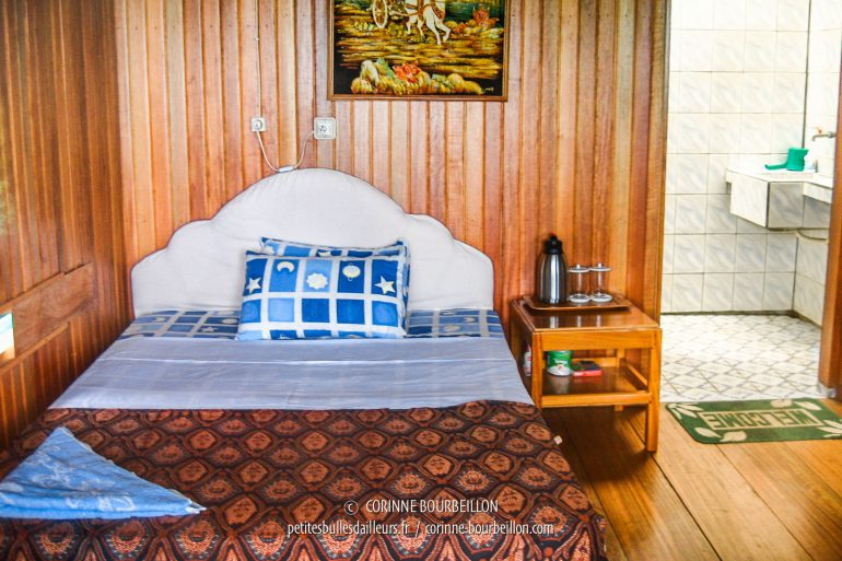 My room at Divers Lodge Lembeh, simple but provided with all the comfort I need. (Sulawesi, Indonesia, July 2007)