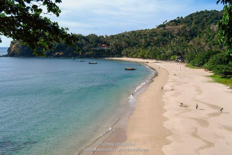 Cette plage-ci, vers le sud, n'est connue que de quelques touristes. (Thaïlande, janvier 2007)
