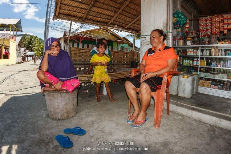 L'échoppe du coin de la rue. (Kampanar, Sulawesi, Indonésie, juillet 2017)