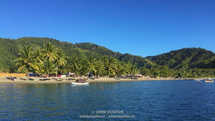The beach of Kampanar seen from the sea. (Center-Sulawesi, Indonesia, July 2017)