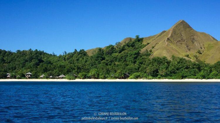 Pulau Dua vue du large. (Kampanar, Centre-Sulawesi, Indonésie, juillet 2017)
