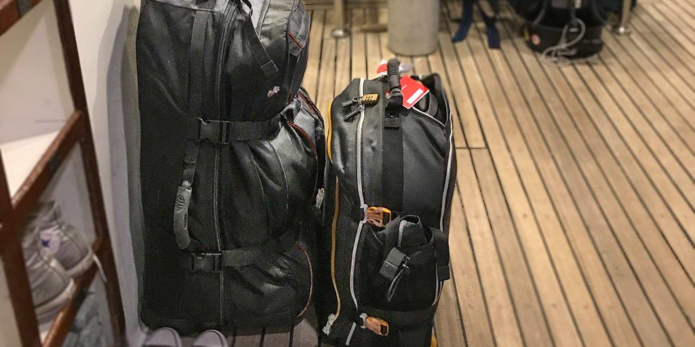 Mes sacs : un gros pour le matériel de plongée et les fringues, un petit pour le matériel photo...