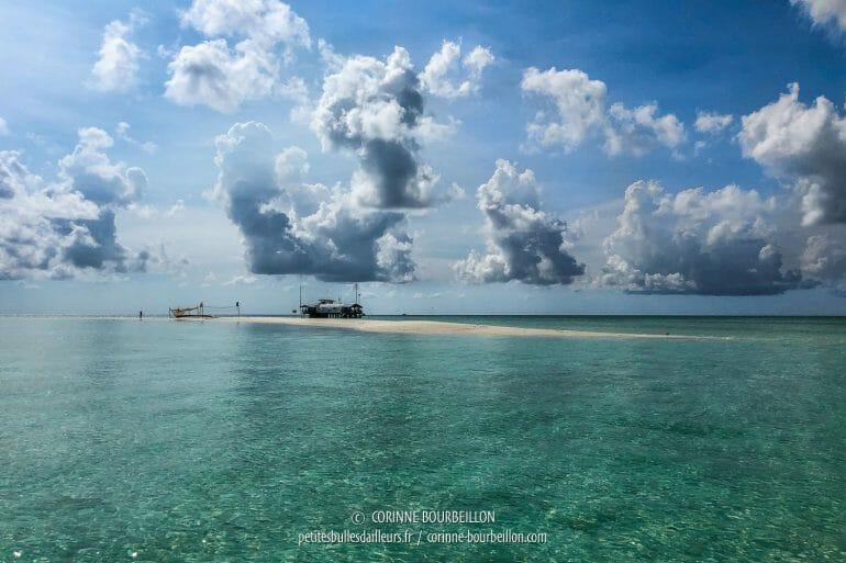 C'est là, sur ce banc de sable de l'atoll Nord, que vivent les rangers. (Tubbataha, Philippines, mai 2018)