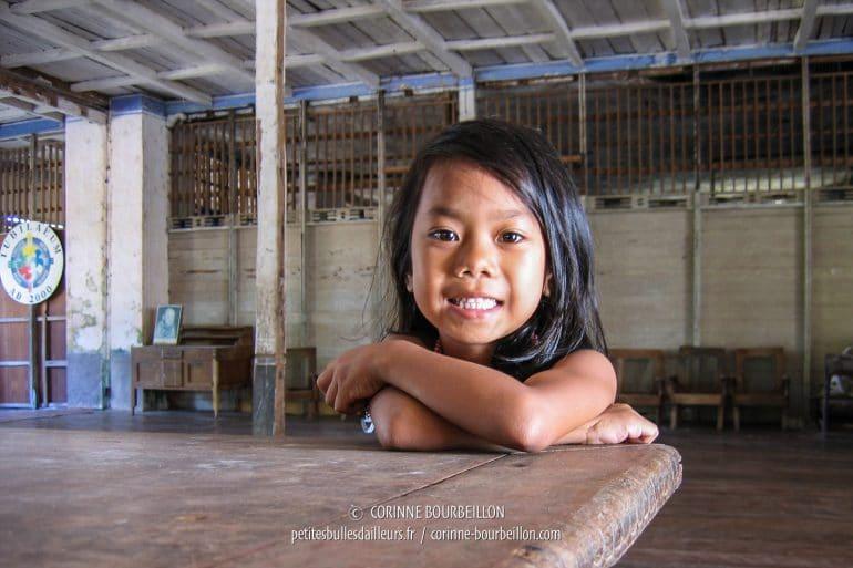 La petite Angel, la bien nommée. (Lazi, Siquijor, Philippines, février 2008)