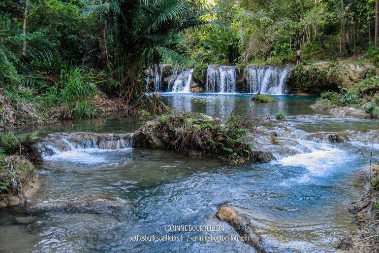 Le site de Cambugahay, petit écrin de fraîcheur au milieu de la verdure. (Siquijor, Philippines, février 2008)