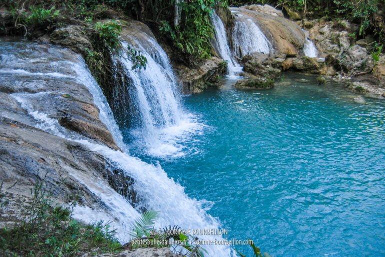 Les cascade de Cambugahay forment une piscine naturelle. (Siquijor, Philippines, février 2008)