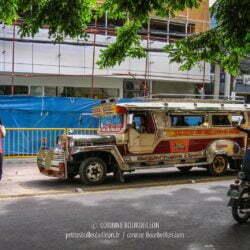 Jeepney dans une rue de Cebu City. (Philippines, février 2008)