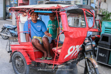 Un tricycle à Larena, le port de Siquijor. (Siquijor, Philippines, février 2008)