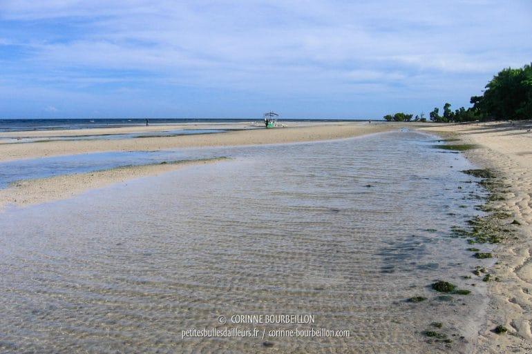 """Sandugan Beach, """"ma"""" plage à Siquijor, à marée basse. (Philippines, février 2008)"""
