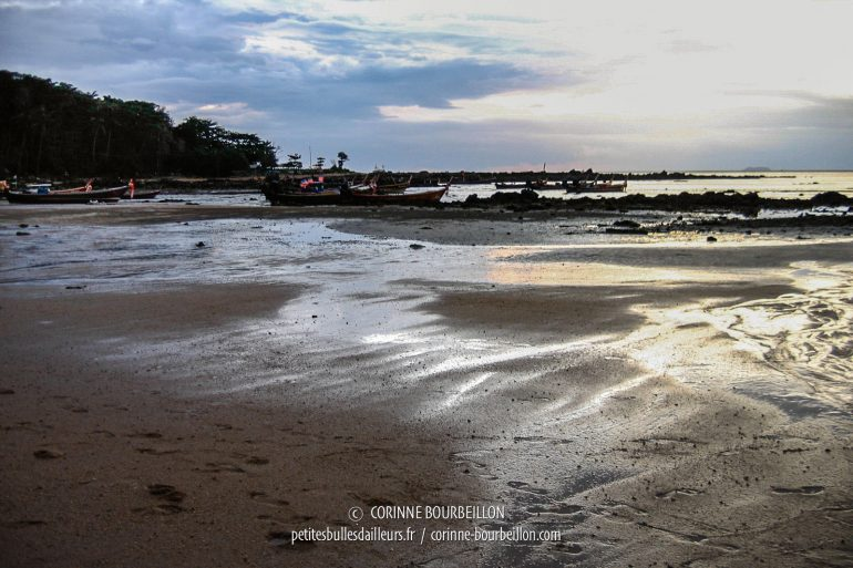 Evening light on the beach at low tide. (Koh Lanta, Thailand, July 2007)