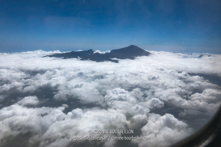 A few moments later, we fly over Lombok and we see another volcano, the Rinjani. (Lombok, Indonesia, July 2018)