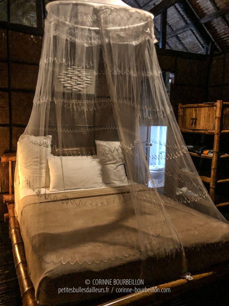 À l'intérieur, mon lit est prêt pour la nuit. (Cabilao, Philippines, février 2019)