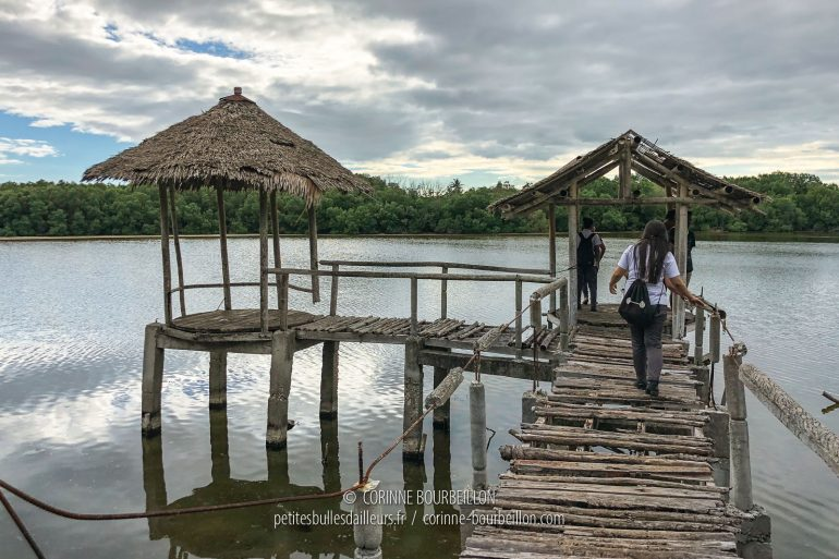 The pontoon on the lake is more than rocky ... (Cabilao, Philippines, February 2019)