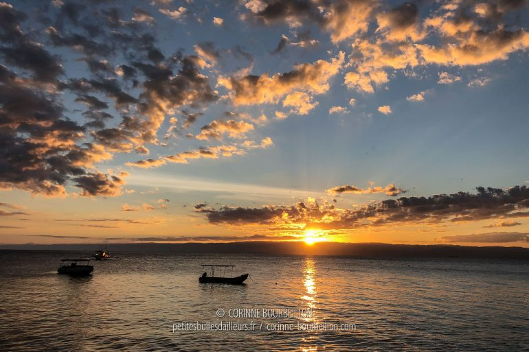 Le resort est tourné vers l'ouest, les couchers de soleil sont chaque soir somptueux. (Cabilao, Philippines, février 2019)