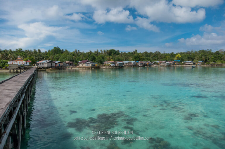 L'un des villages de l'archipel de Maratua. (Bornéo, Indonésie, juillet 2013)