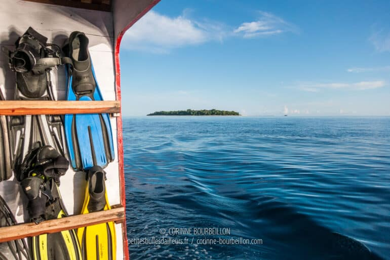 Sangalaki Island seen from the open sea. (Borneo, Indonesia, July 2013)