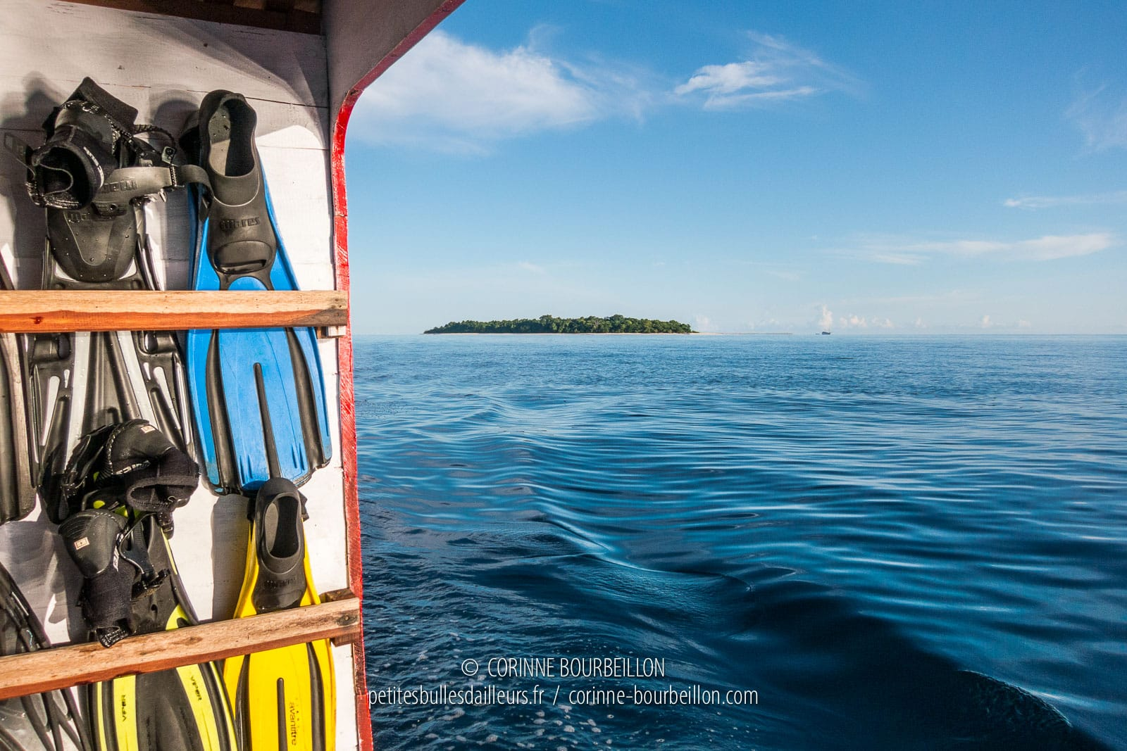 L'Sangalaki Island seen from the open sea. (Borneo, Indonesia, July 2013)