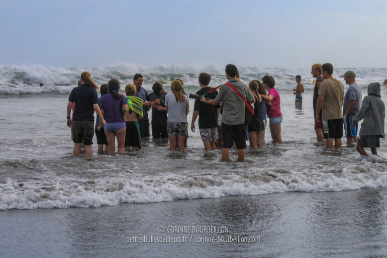"""Christian baptism in the sea, on the beach of Kuta in Bali, by the """"Followers of Jesus"""". (Indonesia, July 2008)"""