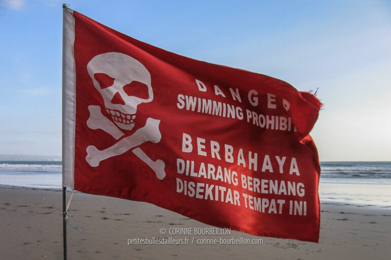 Along Kuta beach in Bali, red flags remind you that the sea is dangerous. (Indonesia, July 2008)