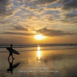 Coucher de soleil sur la plage de Kuta. (Bali, Indonésie, juillet 2008)
