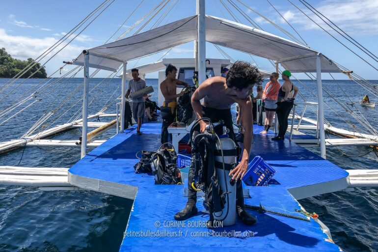 Ian, one of our guides, prepares his equipment at the front of the bankga. (Sogod Bay, Leyte, Philippines, March 2020)