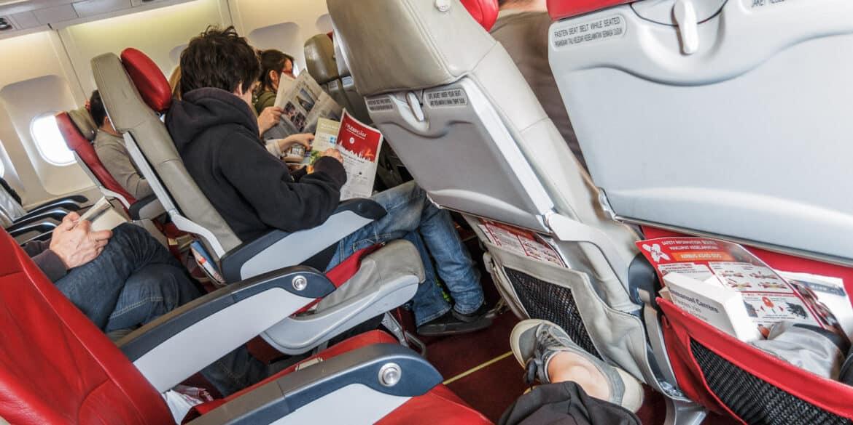 La meilleure place dans l'avion? C'est quand il y a des sièges libres à côté du mien… Ça laisse plein d'espace pour allonger les jambes ! (Vol Air Asia X, février2012)